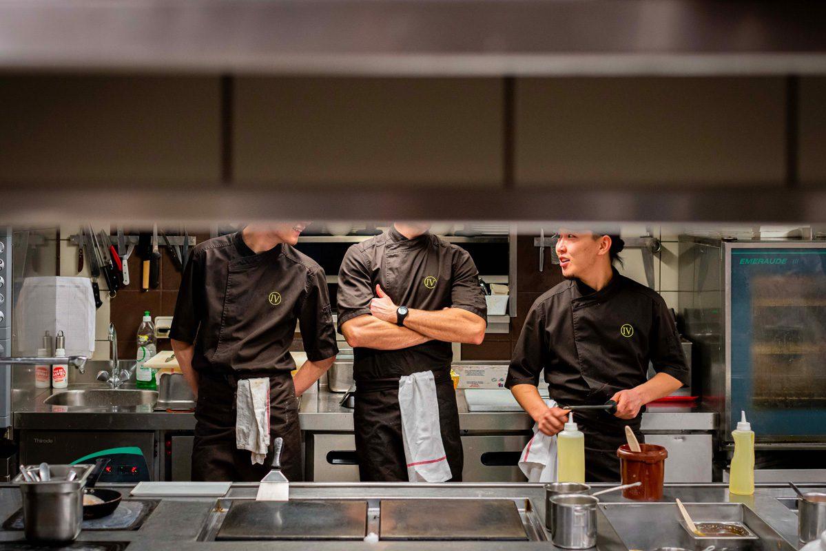 ambiance cuisine equipe restaurant